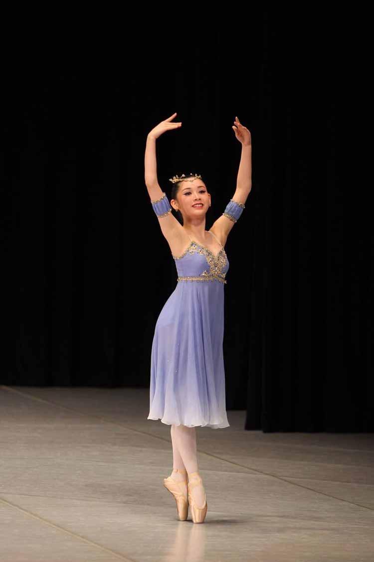 榊原希のバレエ姿1