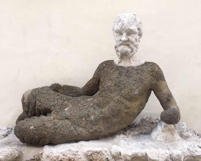 サビたおじさんの銅像