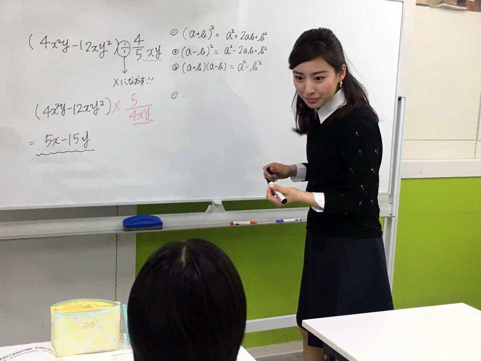 塾講師バイト中の黒田詩織