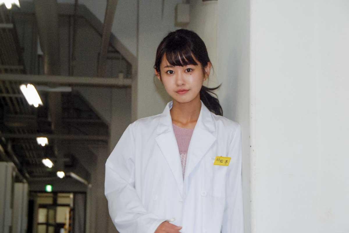 白衣姿の松本有紗