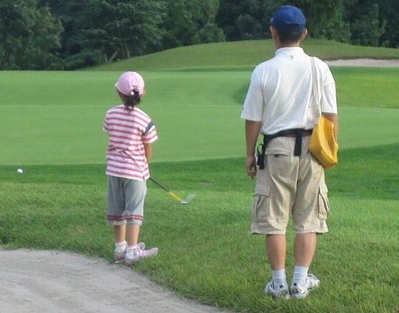 ゴルフをする小さい頃の宮本夏花