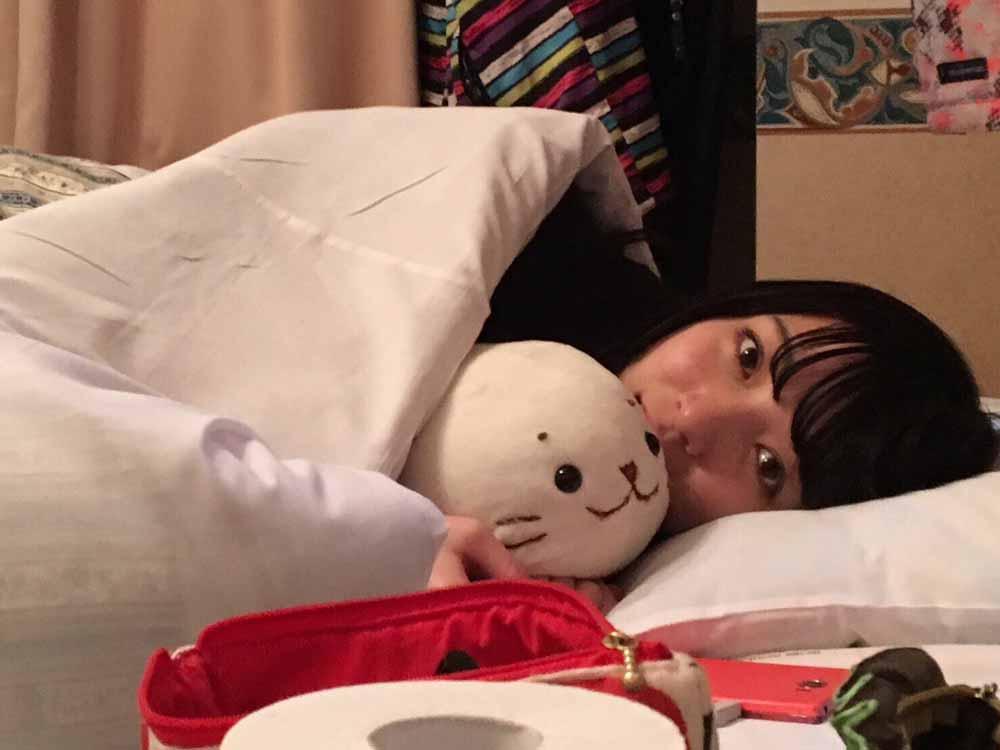 しろたんと寝る川島侑季