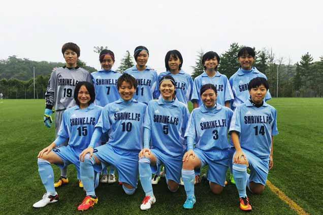 サッカーをしてる藤嶋緑1