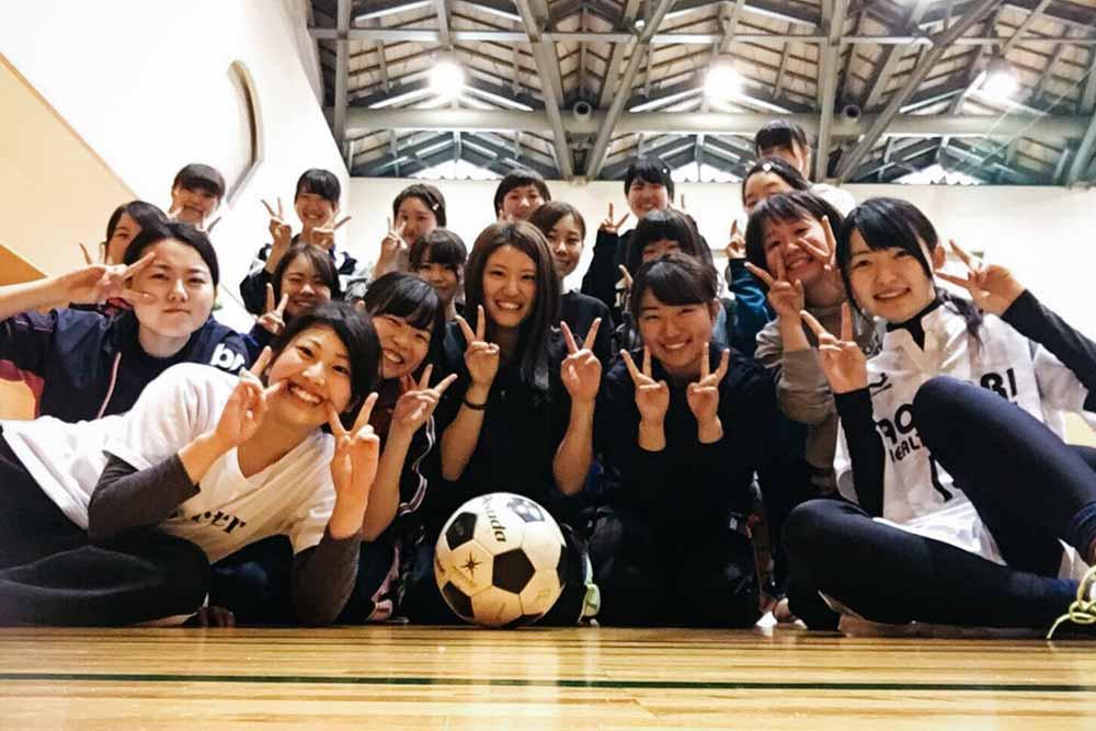 神永彩那の女子サッカーサークル集合写真
