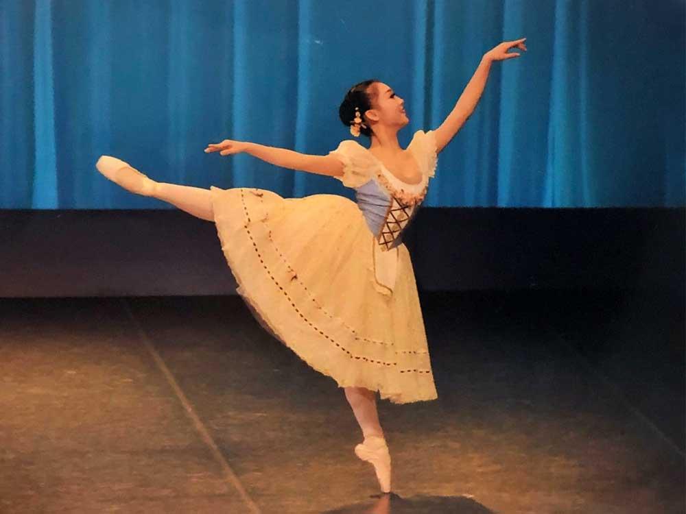 バレエ中の安原舞1