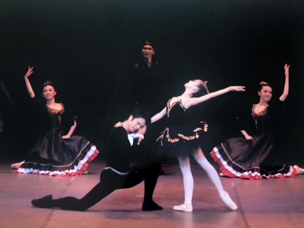 バレエ中の安原舞3
